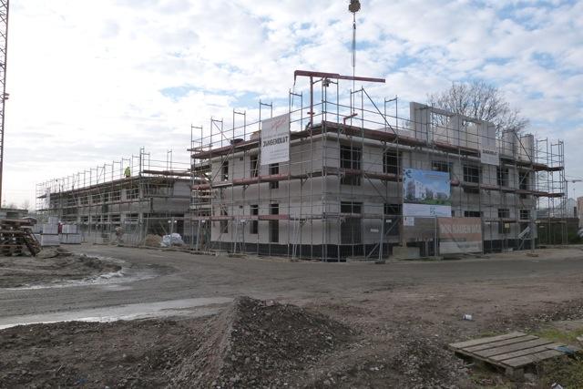 Fertigstellung der Obergeschosse der 3 Häuser